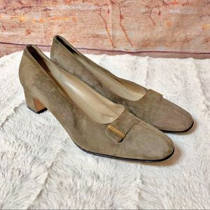 Salvatore Ferragamo Gray Suede career pumps 9B